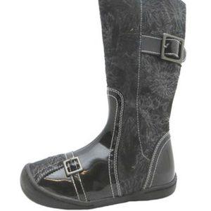 Umi Traverse Black metallic pattern boots size 2
